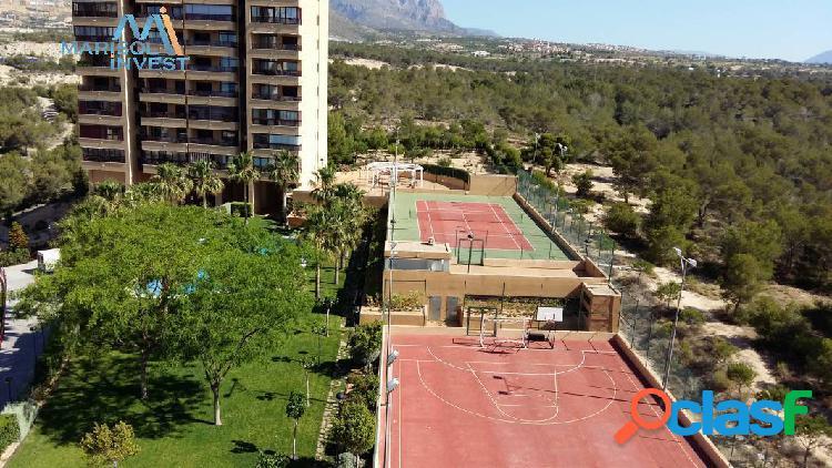 Apartamento vía parque. 2dorms, 2baños, cocina, salón con gran terraza. garaje, trastero y piscina.