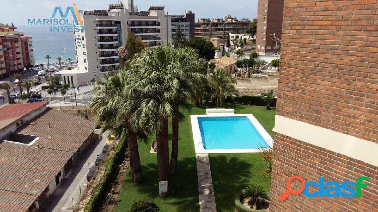Piso en zona poniente. 3dorms, 1baño, cocina con galería, amplio salón con terraza acristalada. park