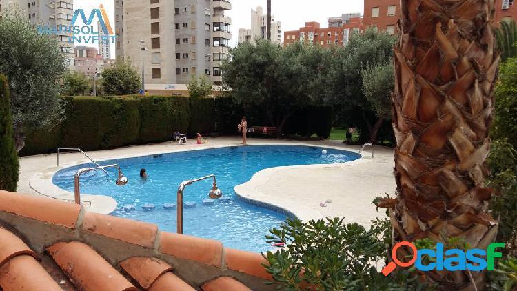 Apartamento zona juzgados. 2dorms, cocina, 2baños y salón con amplia terraza. piscina comunitaria