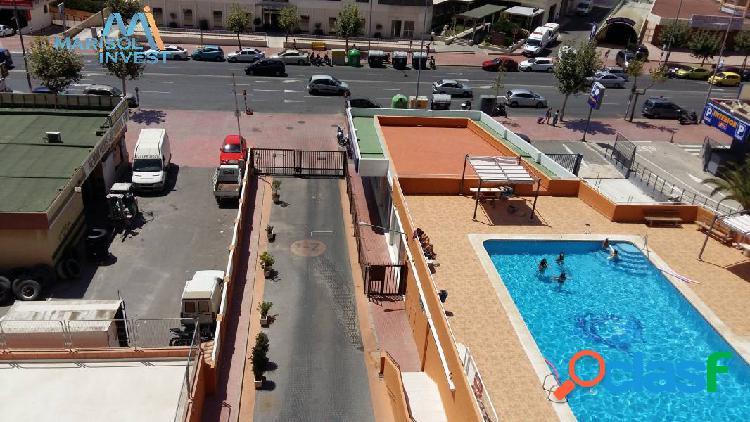 Piso en alfonso puchades. 3dorms, 2baños,cocina, salón con terraza.parking, garaje y piscina