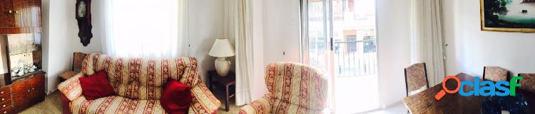 Apartamento centrico. de origen-bien cuidado.3dorms, 1baño, cocina, salón con terraza abierta
