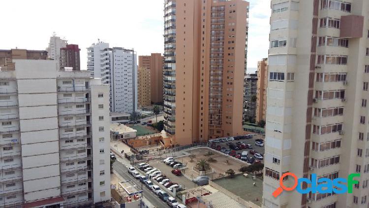 Apartamento en levante.3dorms, 1baño y 1 aseo, cocina, salón y terraza amplia, parking numerado.