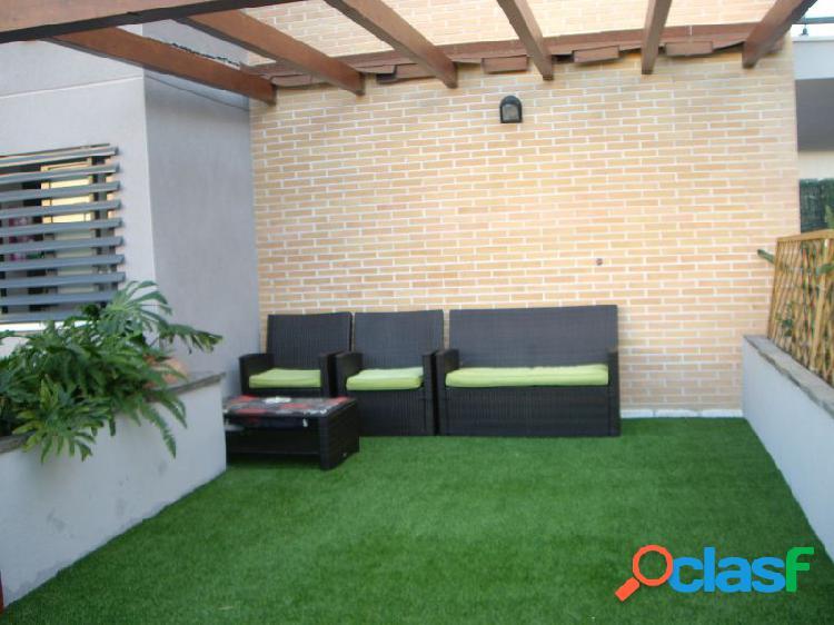 Nuevo piso en villajoyosa con piscina, garaje y patio.