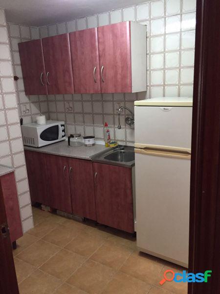 Apartamento en zona levante. 2dorms.1baño.cocina,salón amplio con terraza acristalada dada al salon