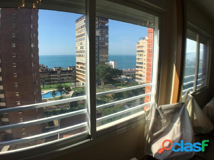 Apartamento centrico con parking y piscina y espectaculares vistas al mar