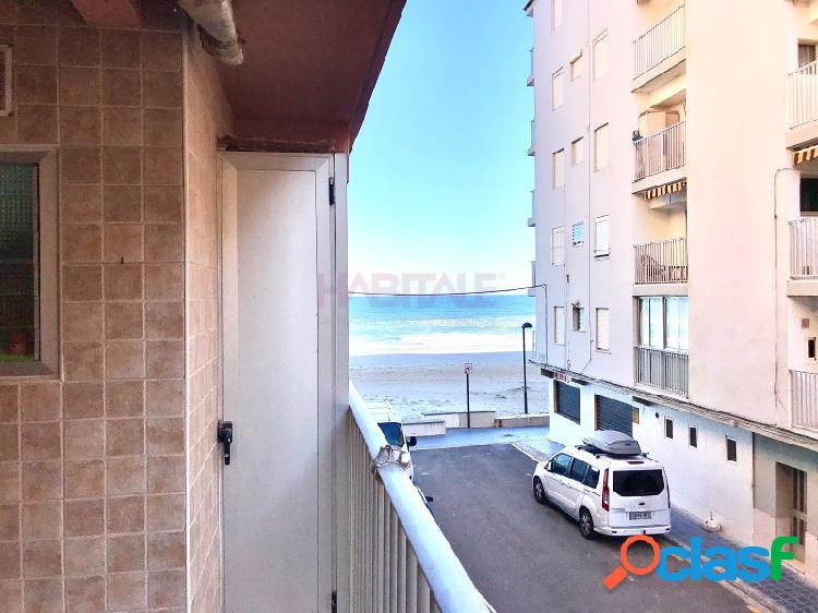 Magnífico apartamento junto al mar en el perellonet.-