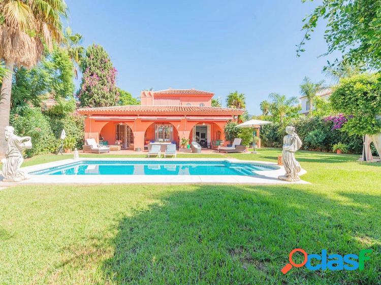 Villa en venta en nueva andalucía, marbella-málaga