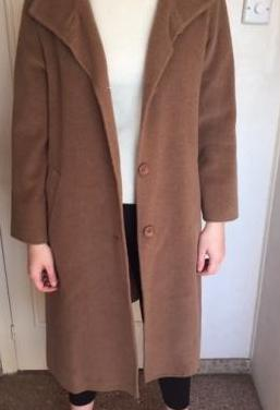 Abrigo en lana virgen marrón