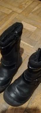 Botas negras niña