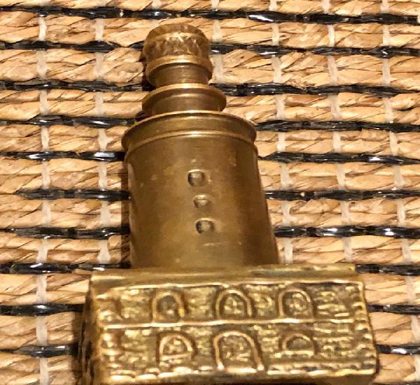 Faro puerto, en bronce
