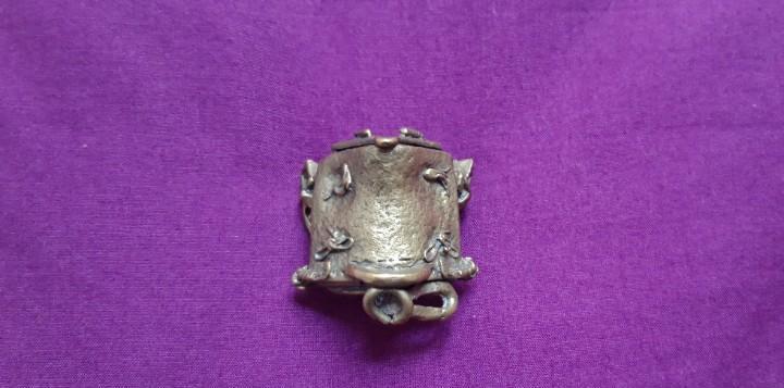 Montura de caballo miniatura. silla de montar. bronce.