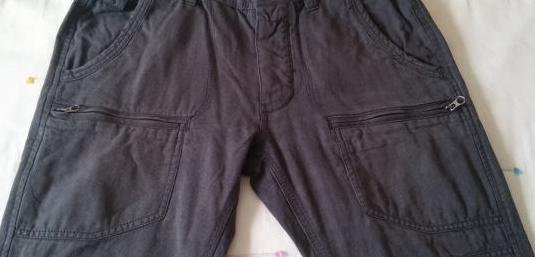 Pantalones multibolsillos hombre impecables