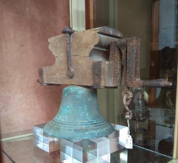 Pequeña campana de bronce xix