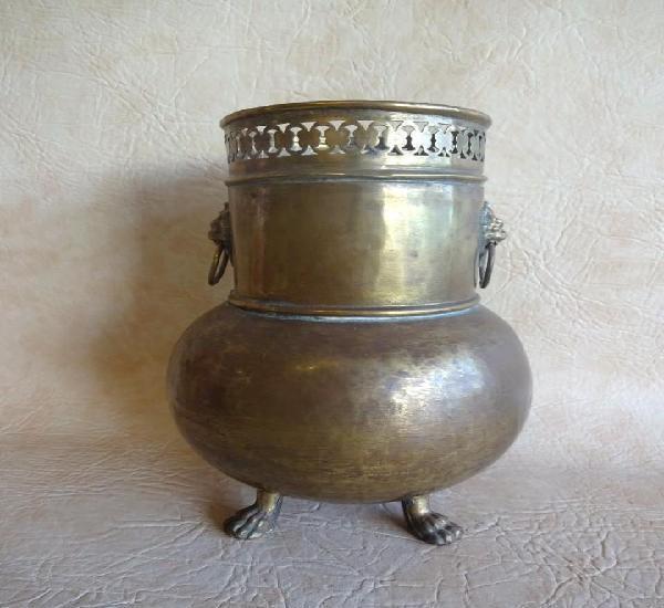Antiguo jarron de laton 25,5 cm x 17 cm diametro