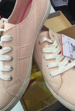 Zapatillas nuevas talla 40 mujer sin uso con tiket