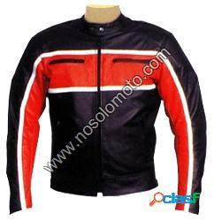 En negro de moto y calle, con raya roja a media altura
