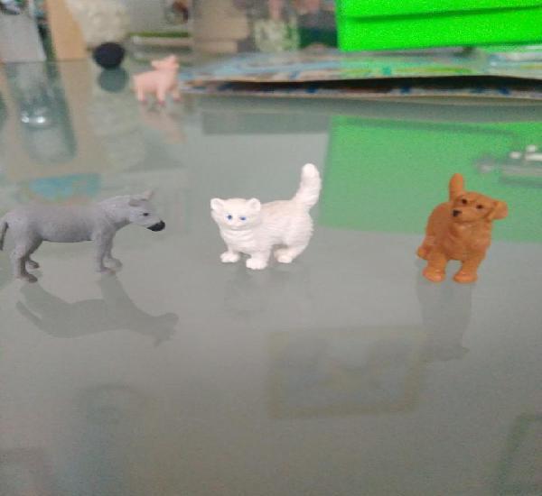 3 mini animales de goma, perro, gato,burro.