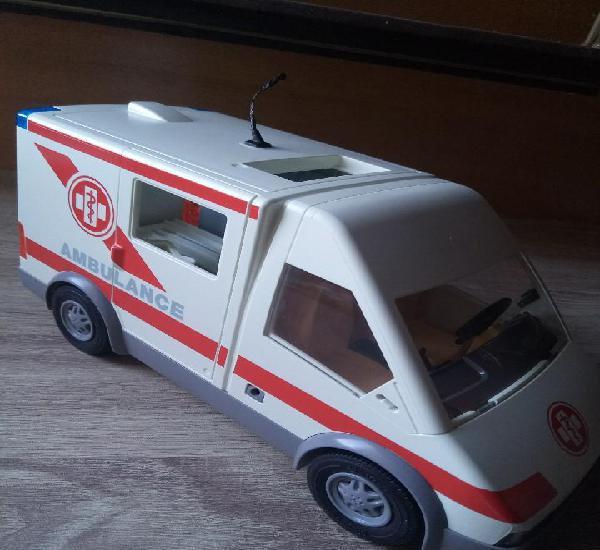 4221 ambulancia con antena mordisqueada faltan luces de