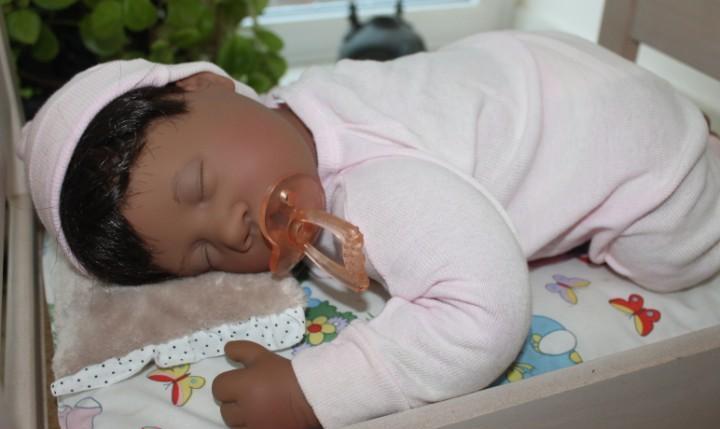 First born (dark skin girl), colecc. lee middleton original