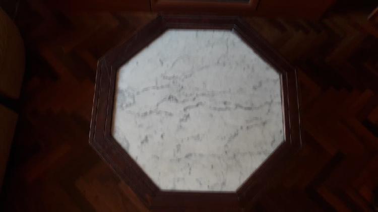 Mesa centro madera maciza, mármol y taburetes piel