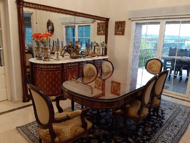 Mesa en madera maciza con e cristal y 6 sillas