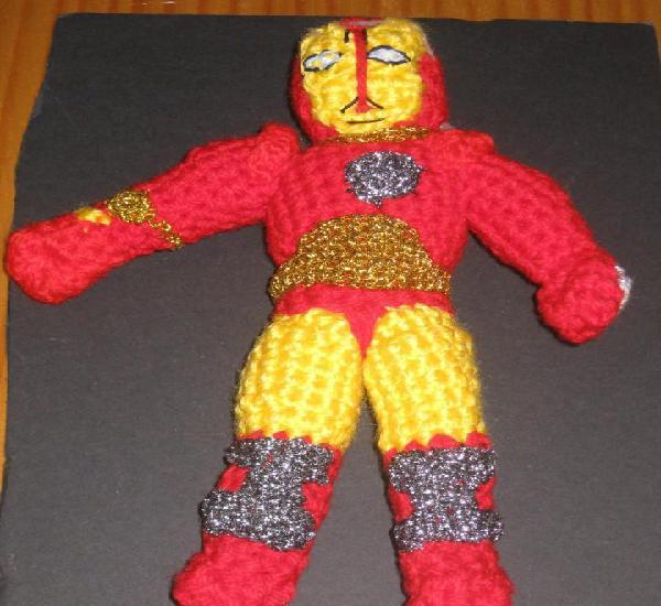 Superheroe hecho a mano: ironman