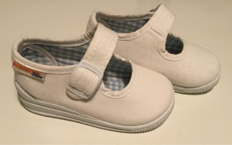 Zapatillas nuevas tela bebe niña, talla 20
