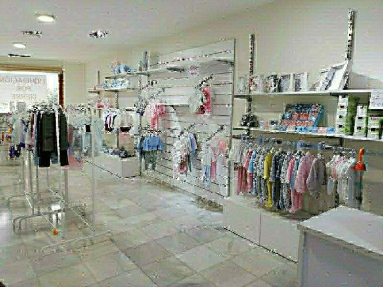 Mobiliario ropa moda infantil y bebe
