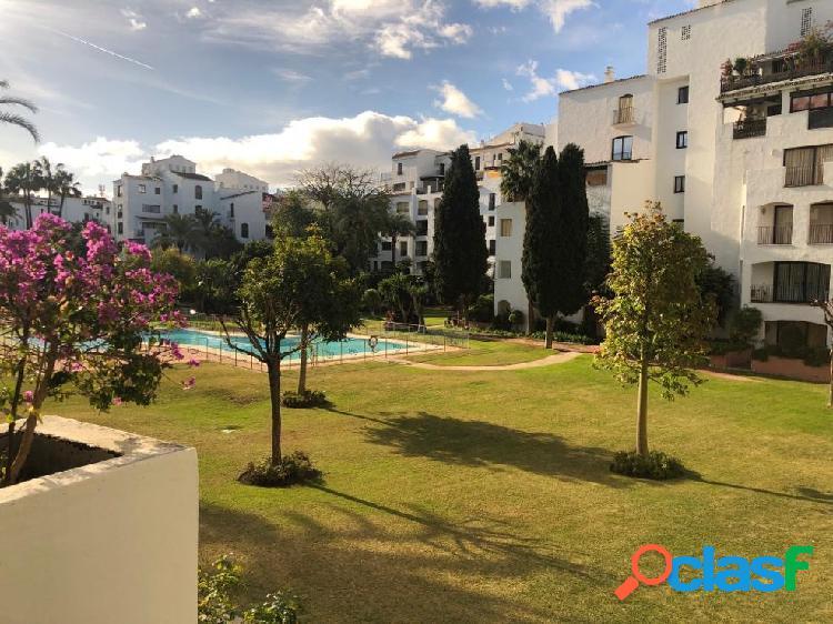 Apartamento en venta en las terrazas de puerto banús de marbella, málaga