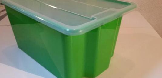 3 cajas verdes con tapas como nueva