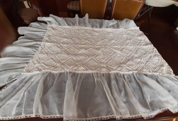 Antigua colcha de crochet hecha a mano con volante de nylon