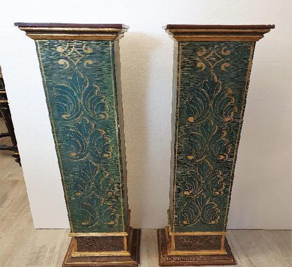 Antigua pareja de peanas tipo columnas
