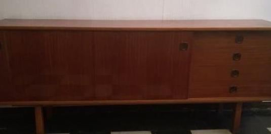 Antiguo mueble de largo mide 197,9 cm. d