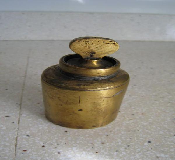 Antiquisimo tintero de viaje realizado en bronce 7,5 cmts