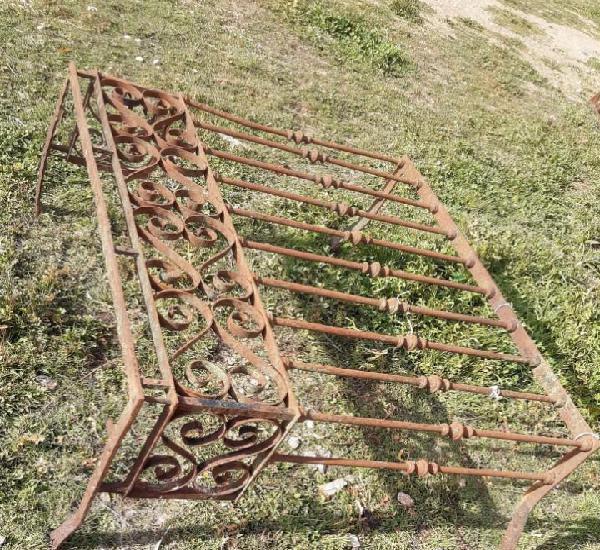 Balcon antiguo de forja 130 cms. de largo x 107 de alto x 50