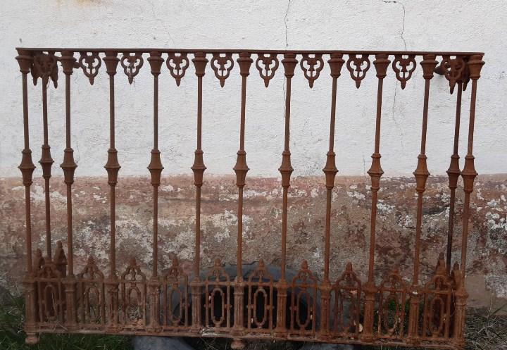 Balcon antiguo de forja de 150 cms. de largo x 1 metro de