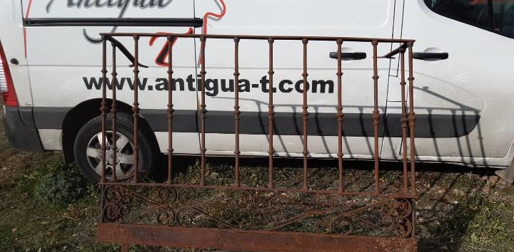 Balcon antiguo de forja de 160 cms. de largo x 108 cms. de