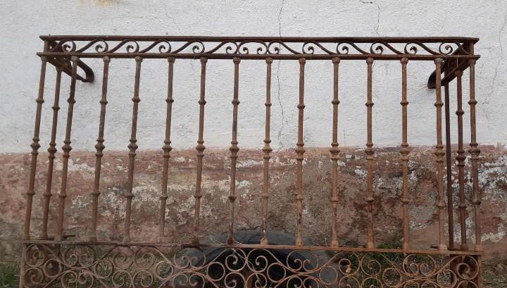 Balcon antiguo de forja de 180 cms. de largo x 105 cms. de