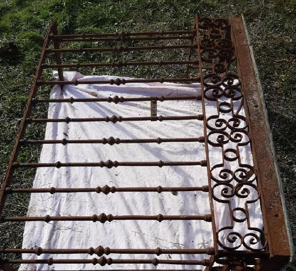 Balcon de forja antiguo 155 cms de largo x 105 de alto x 60