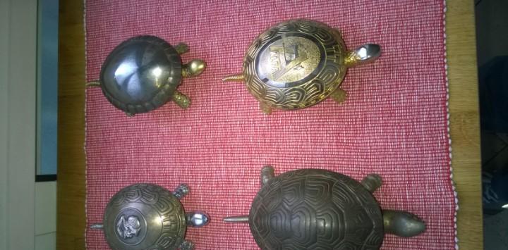 Cuatro antiguos/preciosos timbres tortuga de
