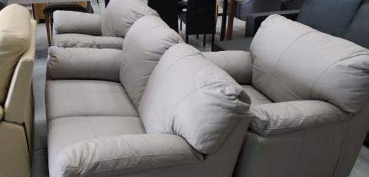 Conjunto sofá y dos sillones piel