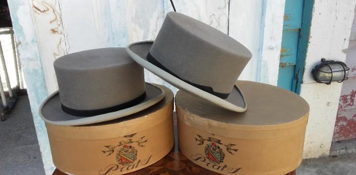 Dos sombreros de copa para niños de la casa prats de