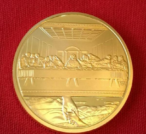 Moneda oro de 24 kt. de jesús y la ultima cena en relieve