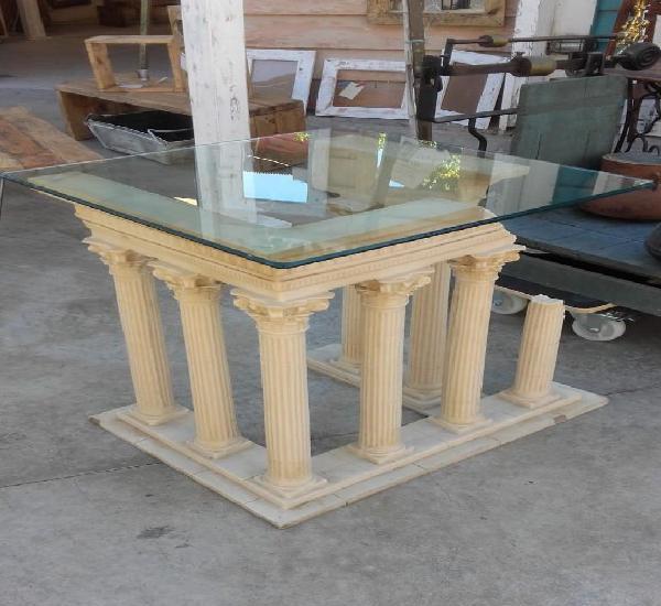 Mesa o artículo para decoración compuesto de columnas