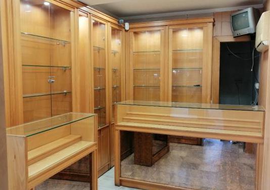 Muebles y mostrador madera