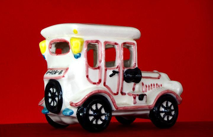Precioso coche antiguo porcelana j. playà
