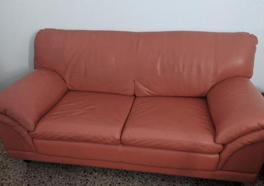 Sofá de polipiel naranja