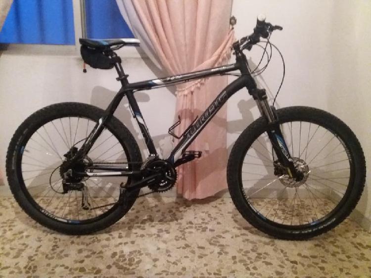Bicicleta de montaña prácticamente nueva.