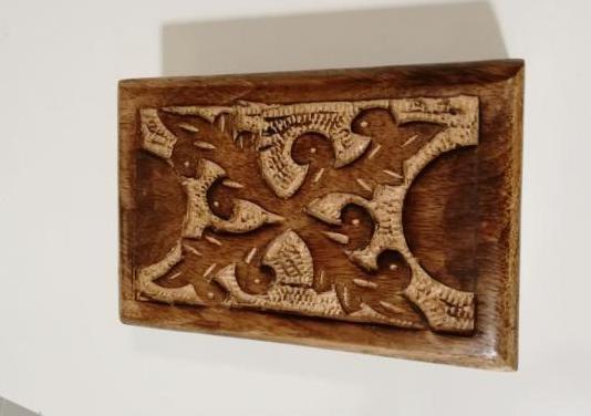 Caja de madera hecha a mano en áfrica