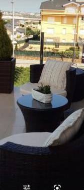 Conjunto de sillas y mesa de terraza